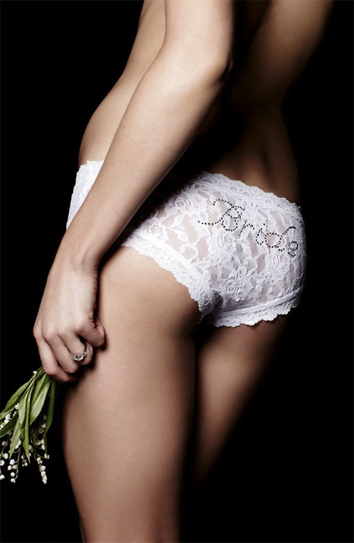 Fun-little-gifts-for-the-bride-hanky-panky-lingerie-1.full