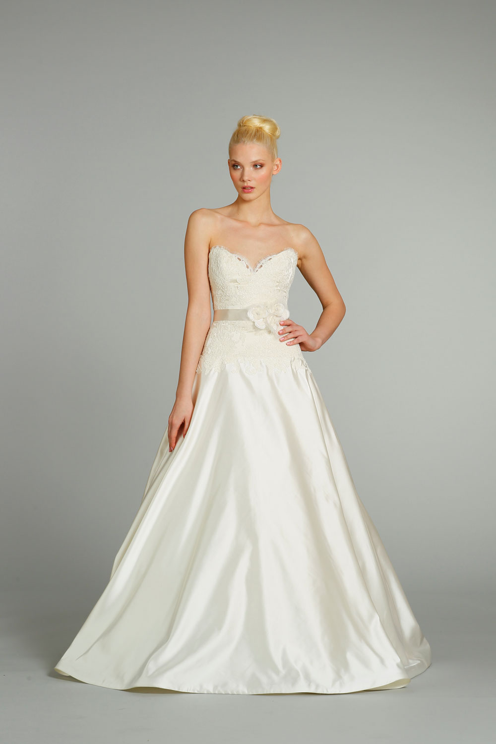 Fall 2012 wedding dress jim hjelm bridal gowns 8260 for Jim hjelm wedding dresses