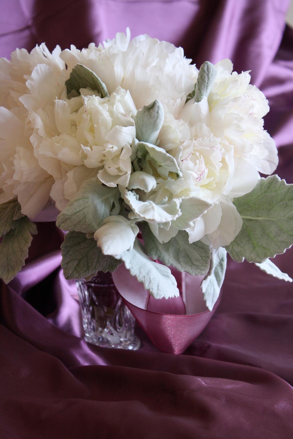 10-white-wedding-flowers-we-love-bowl-of-cream-peonies-wedding-centerpiece.full