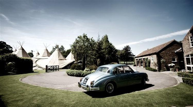 Outdoor-weddings-under-teepees-creative-wedding-ideas-london-wedding.full