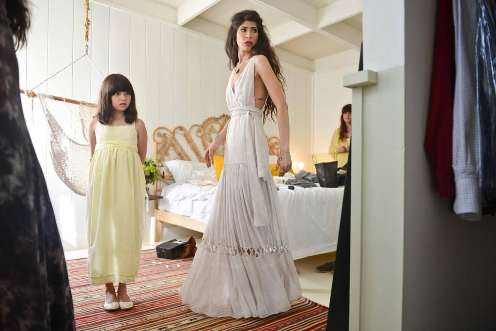 Celebrity-wedding-inspiration-bohemian-romance-real-wedding-bride-getting-ready.full