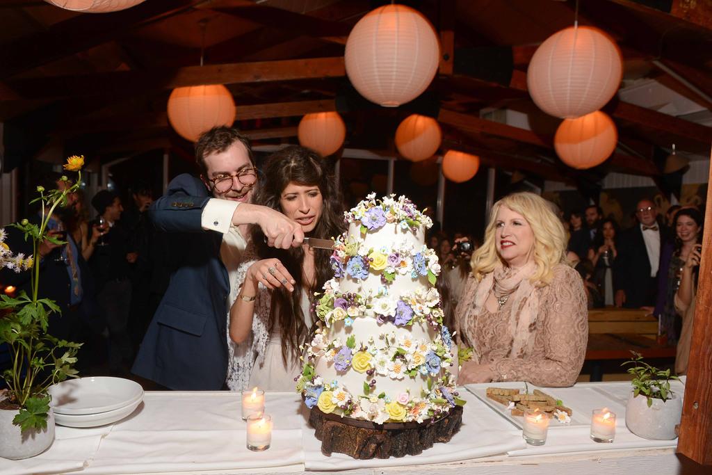 Celebrity-wedding-inspiration-bohemian-romance-real-wedding-bride-groom-cut-cake.full