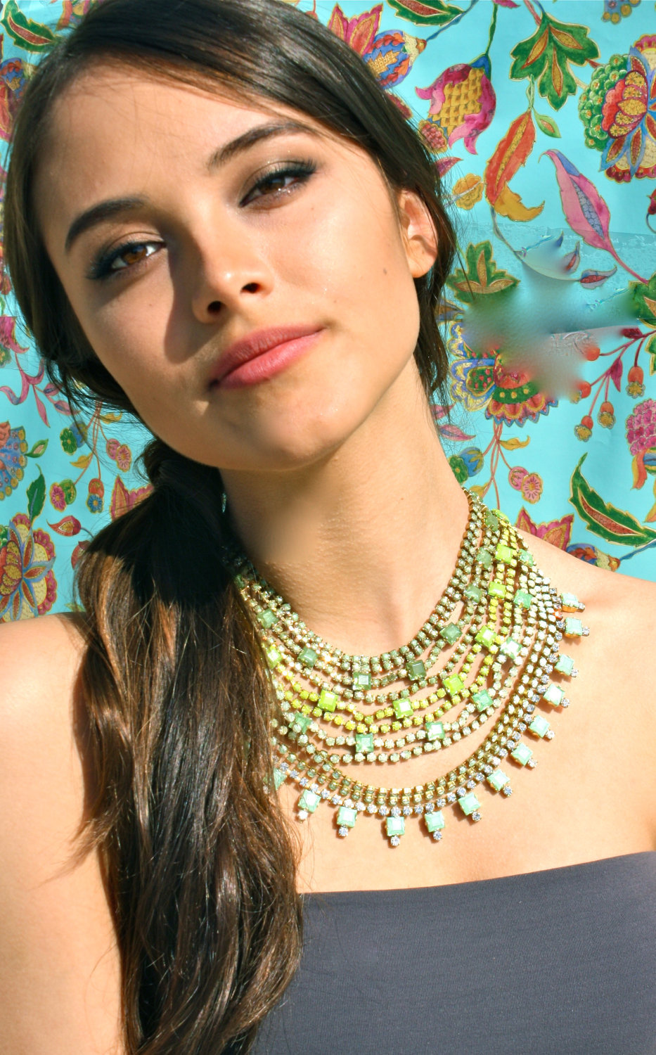 Bridesmaid-gift-ideas-bright-statement-necklace-green-yellow-ombre.full