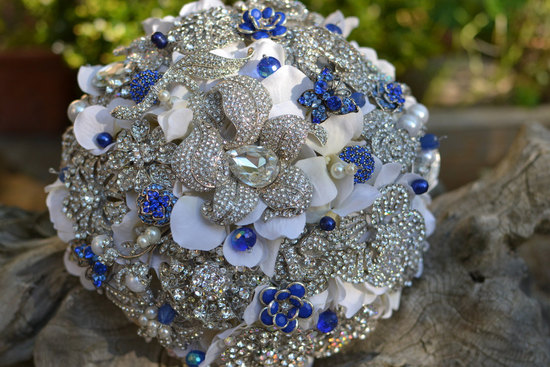brooch bridal bouquet with navy details