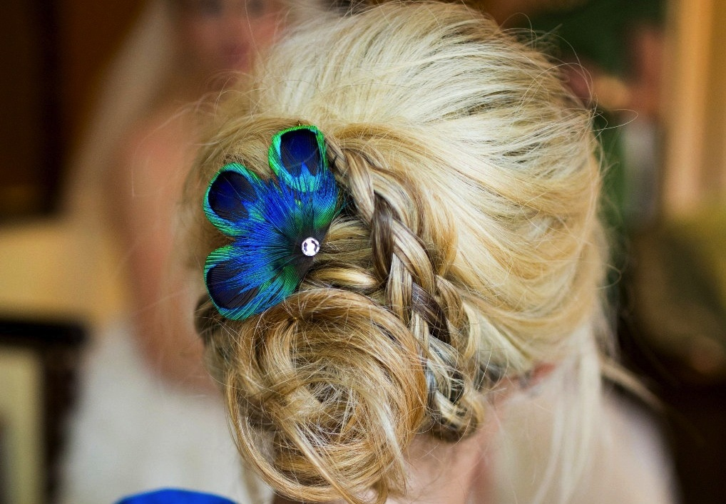 Wedding-color-inspiration-navy-blue-bridal-wedding-finds-peacock-feather-fascinator.full