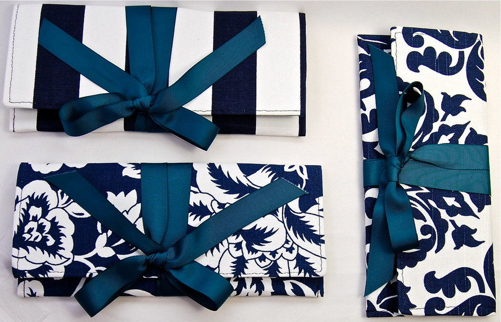 Wedding-color-inspiration-navy-blue-ceremony-reception-finds-assorted-bridesmaid-clutches.full