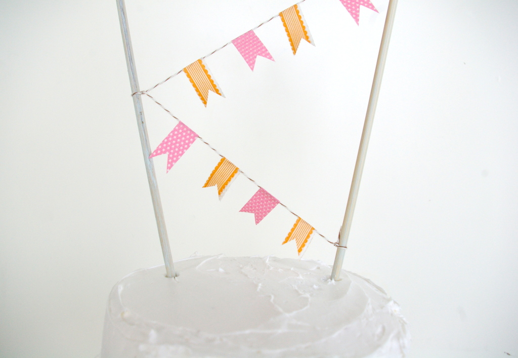 Summer-wedding-diy-projects-creative-wedding-ideas-cake-bunting-orange-pink.full