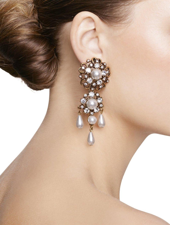 Bridal-shoes-oscar-de-la-renta-wedding-heels-dramatic-drop-earrings.full