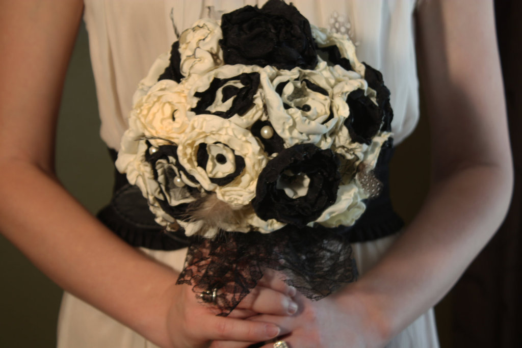 Handmade-wedding-finds-for-halloween-themed-i-dos-black-ivory-bouquet.full
