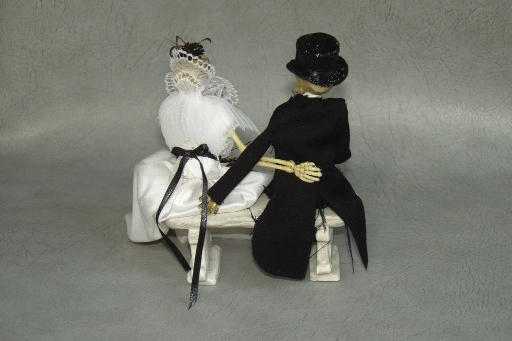 Halloween-wedding-ideas-for-fall-weddings-etsy-handmade-skeleton-cake-topper.full