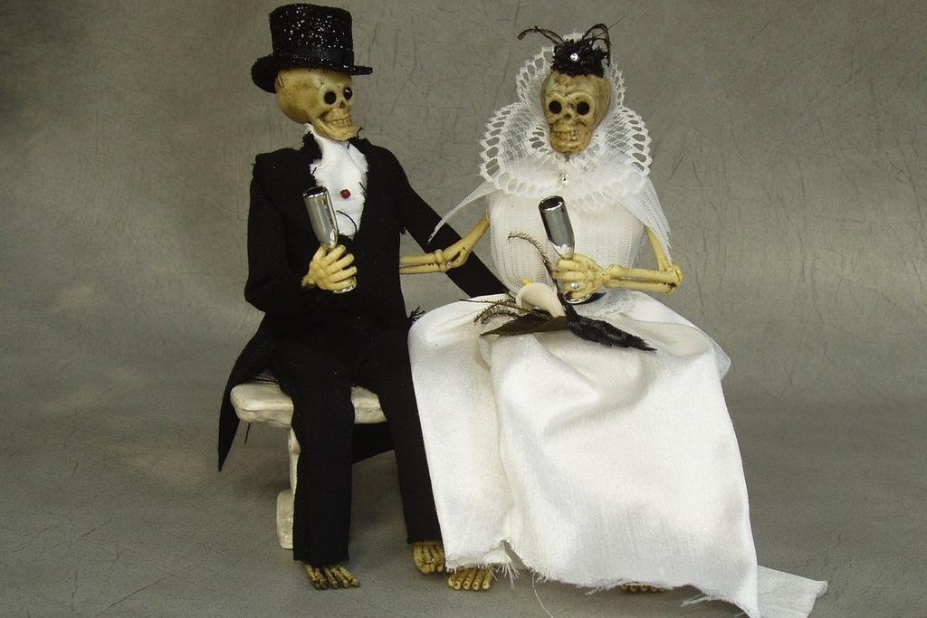 Halloween-wedding-ideas-for-fall-weddings-etsy-handmade-skeleton-cake-topper-2.full