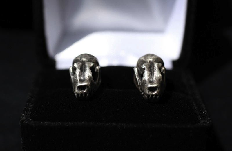 Halloween-wedding-ideas-for-fall-weddings-etsy-handmade-grooms-cufflinks.original