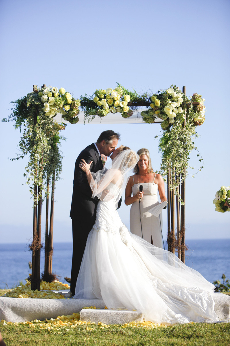 Wedding-santa-barbara-chic-halberg-photographers-rustic-elegant-outdoor-beach-wedding-ceremony-bride-groom-8.full