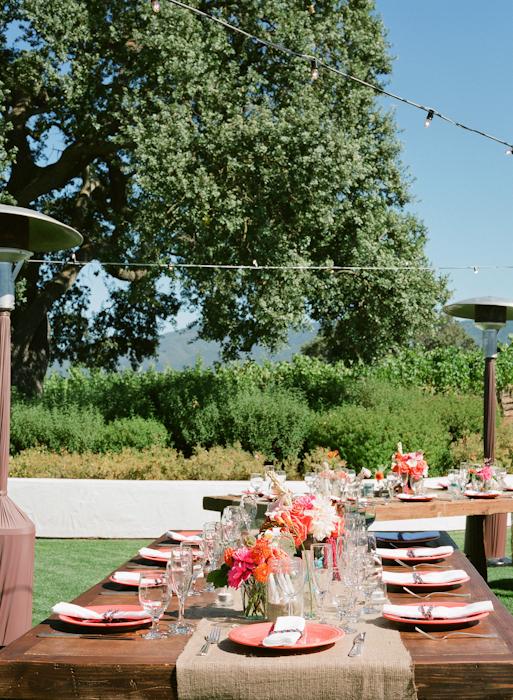 real-wedding-santa-barbara-chic-michael-and-anne-costa-photography-outdoor-winery-vibrant-colors-table-setting-burlap-runner-289
