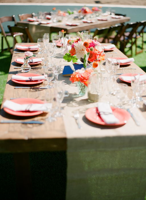 real-wedding-santa-barbara-chic-michael-and-anne-costa-photography-outdoor-winery-vibrant-colors-table-setting-dinner-328