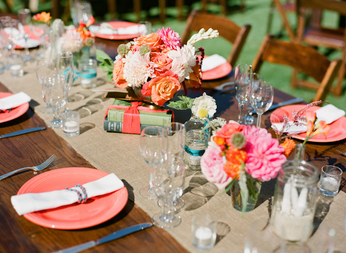 real-wedding-santa-barbara-chic-michael-and-anne-costa-photography-outdoor-winery-vibrant-colors-table-setting-full-view-301