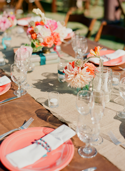 real-wedding-santa-barbara-chic-michael-and-anne-costa-photography-outdoor-winery-vibrant-colors-table-setting-pink-plates-287