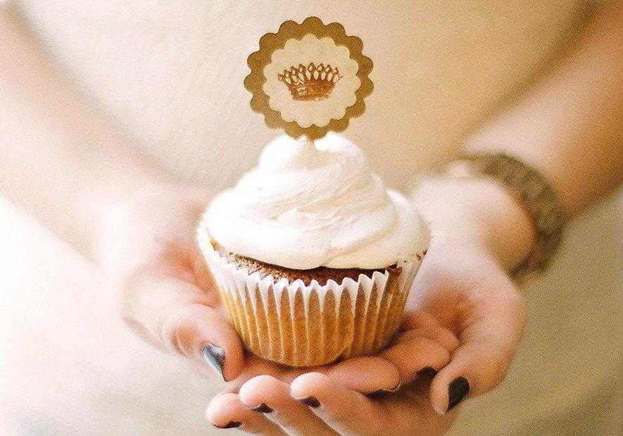 Handmade-wedding-stationery-decor-using-kraft-paper-etsy-weddings-cupcake-topper.full