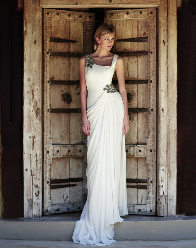 Vintage-inspired-wedding-gowns-retro-glam-brides-by-amanda-wakely-8.full