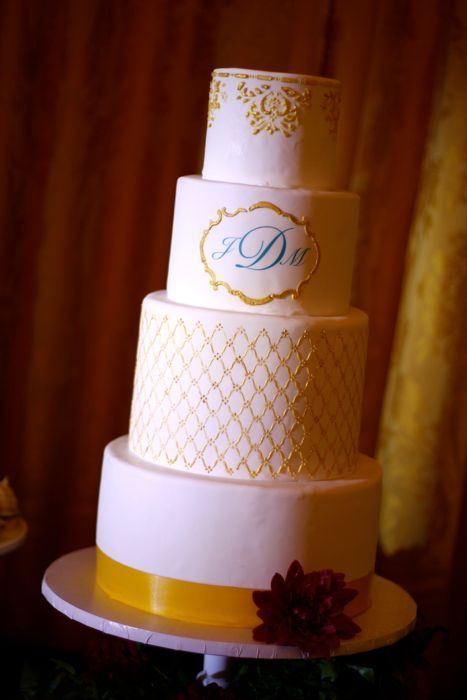 wedding-cakes-and-desserts-by-California-cake-baker-Sweet-and-Saucy-Shop-elegant-monogram
