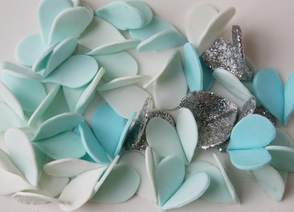 Custom-wedding-ideas-fondant-lettering-turquoise-silver.full