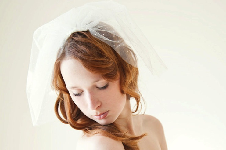 Wedding-inspiration-from-etsy-polka-dots-veil-2.full