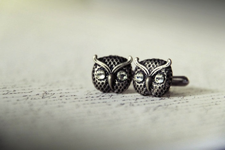 Owls-for-the-wedding-2012-reception-trends-handmade-owl-grooms-cufflinks.original