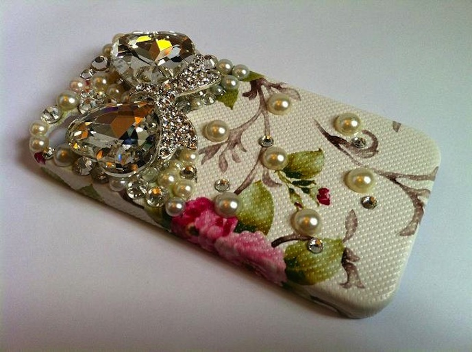 favorite iphone cases for brides floral with pearls