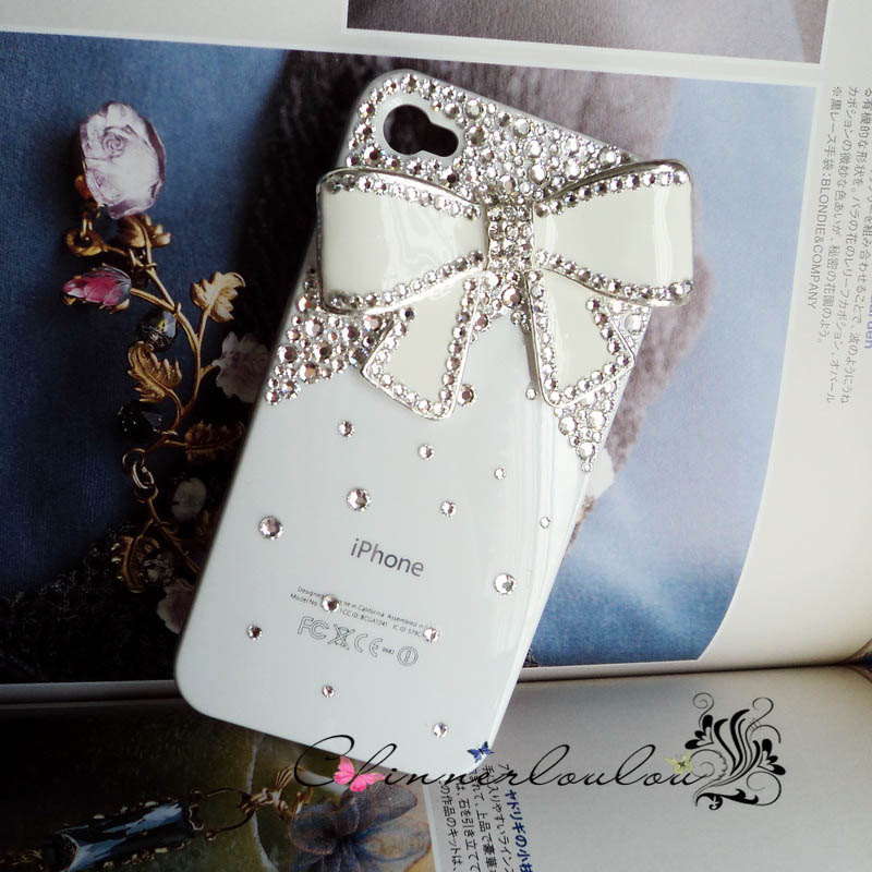 Favorite-iphone-cases-for-brides-modern-tech-weddings-ivory-with-crystals-and-bows.full