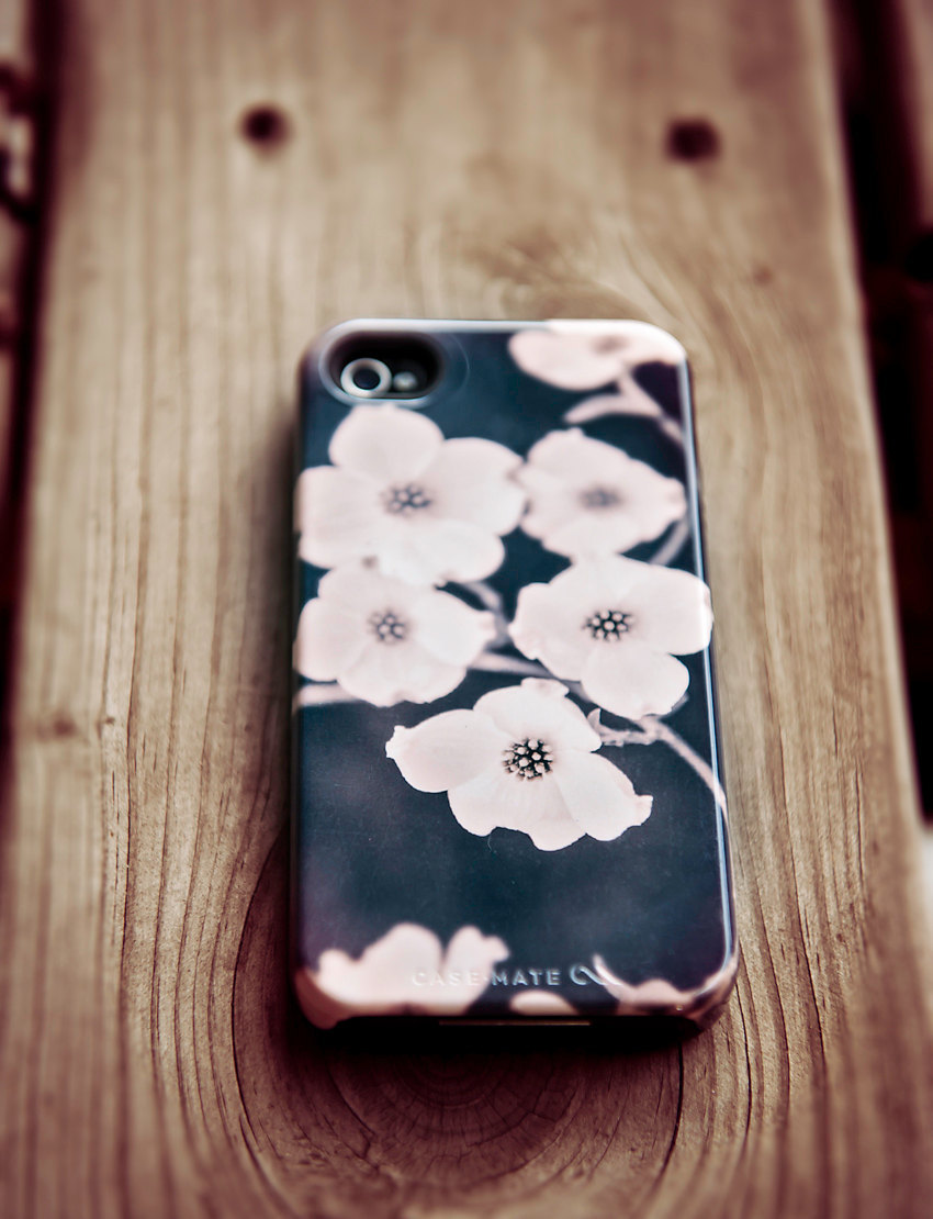 Favorite-iphone-cases-for-brides-modern-tech-weddings-iphone-5-dogwood-floral.full