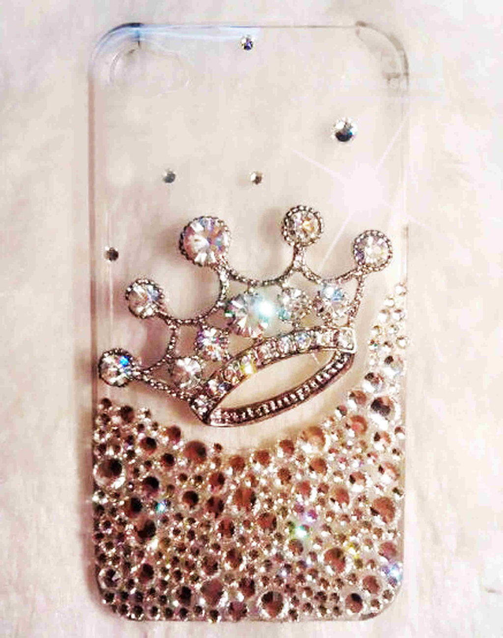 Favorite-iphone-cases-for-brides-modern-tech-weddings-the-queen.full