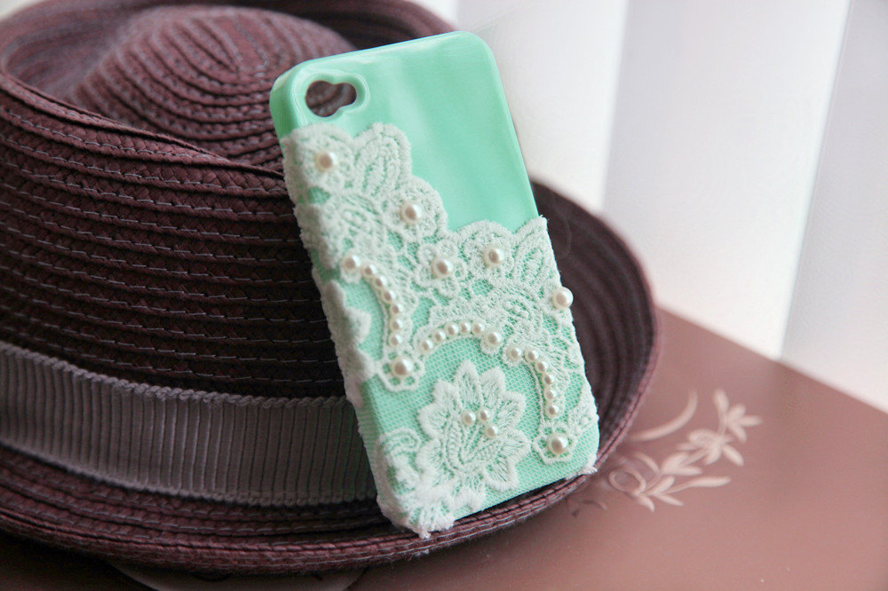 Favorite-iphone-cases-for-brides-modern-tech-weddings-aqua-with-lace-pearls.full