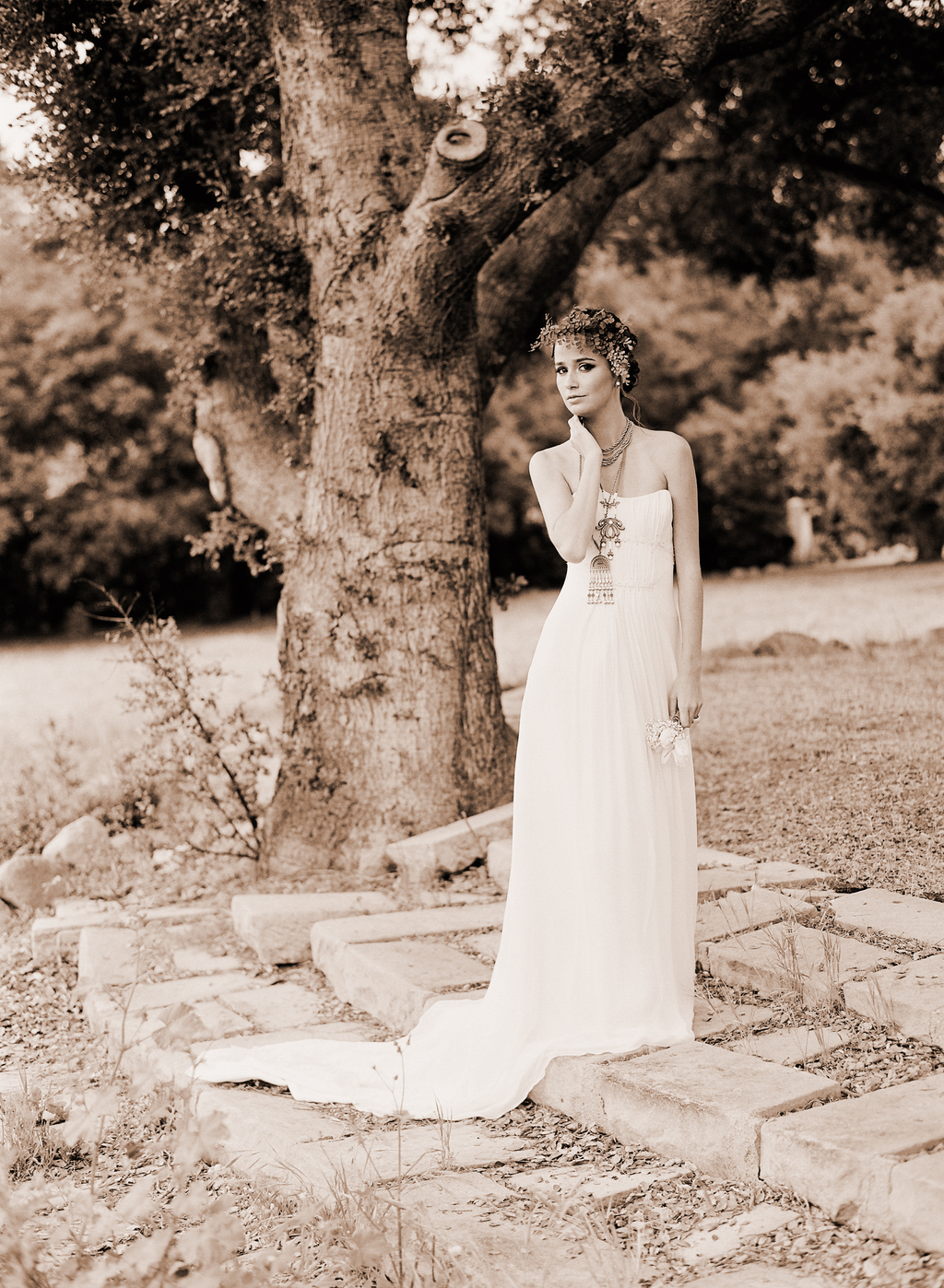 Styled-wedding-santa-barbara-chic-beaux-arts-phtographie-italian-bohemian-wedding-bride-wedding-dress--sepia-116.full