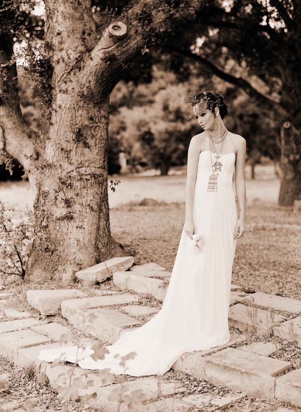 Styled-wedding-santa-barbara-chic-beaux-arts-phtographie-italian-bohemian-wedding-bride-wedding-dress--sepia-117.full