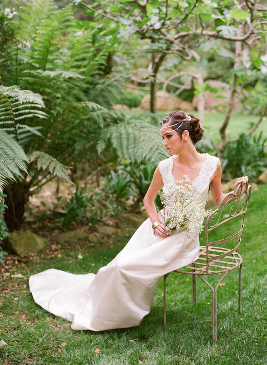 styled-wedding-santa-barbara-chic-beaux-arts-phtographie-italian-bohemian-wedding-bride-wedding-dress-lace-bouquet-092