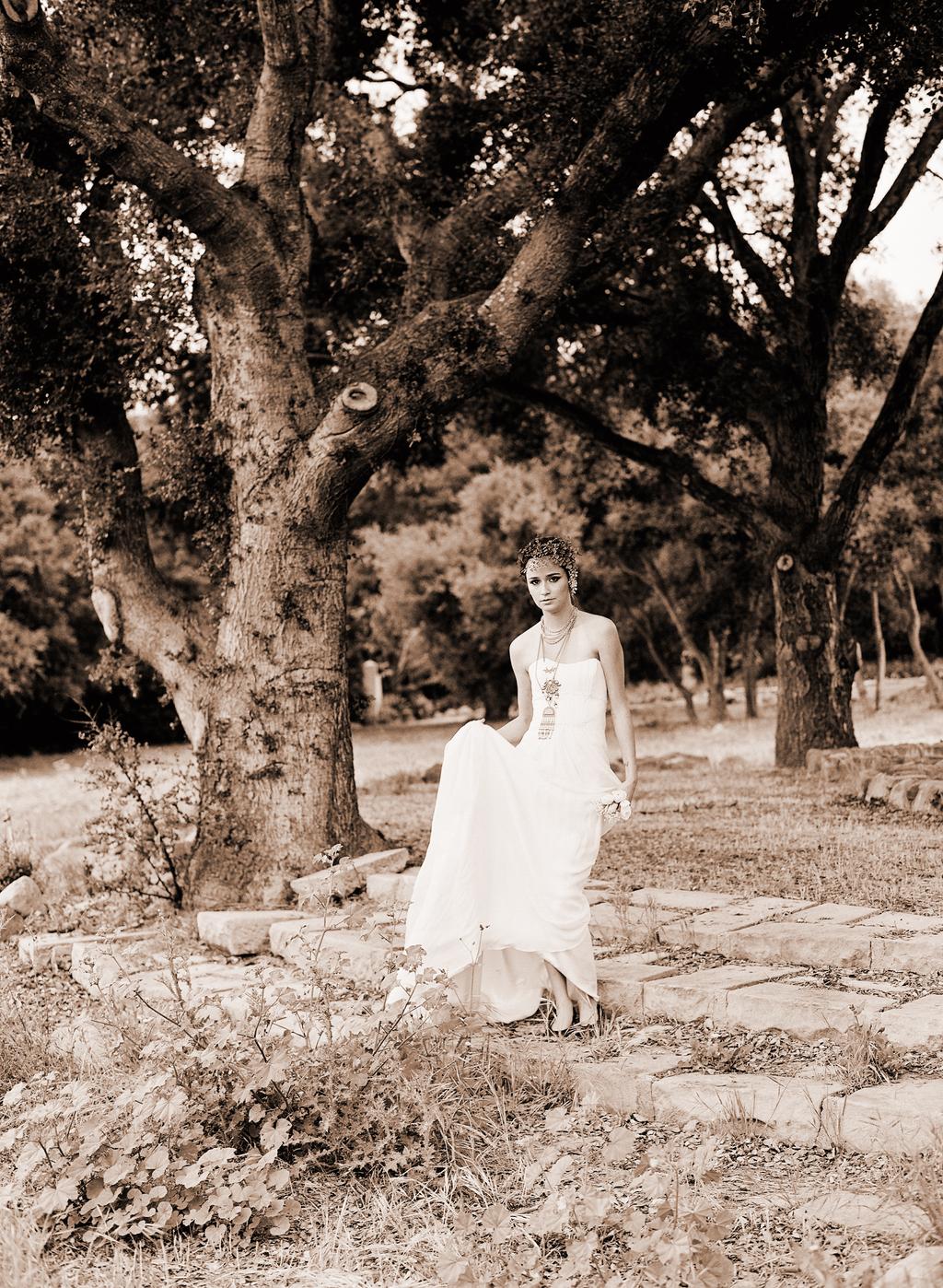 Styled-wedding-santa-barbara-chic-beaux-arts-phtographie-italian-bohemian-wedding-bride-wedding-dress-sepia-110.full