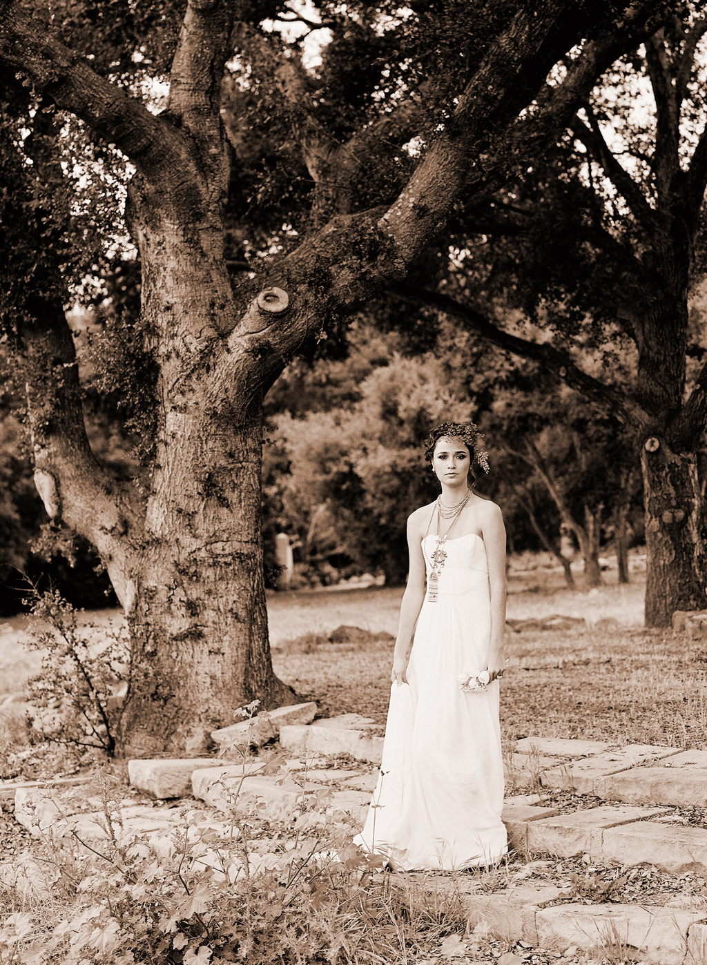 Styled-wedding-santa-barbara-chic-beaux-arts-phtographie-italian-bohemian-wedding-bride-wedding-dress-sepia-113.full