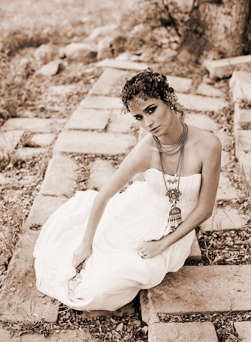 Styled-wedding-santa-barbara-chic-beaux-arts-phtographie-italian-bohemian-wedding-bride-wedding-dress-sepia-119.full