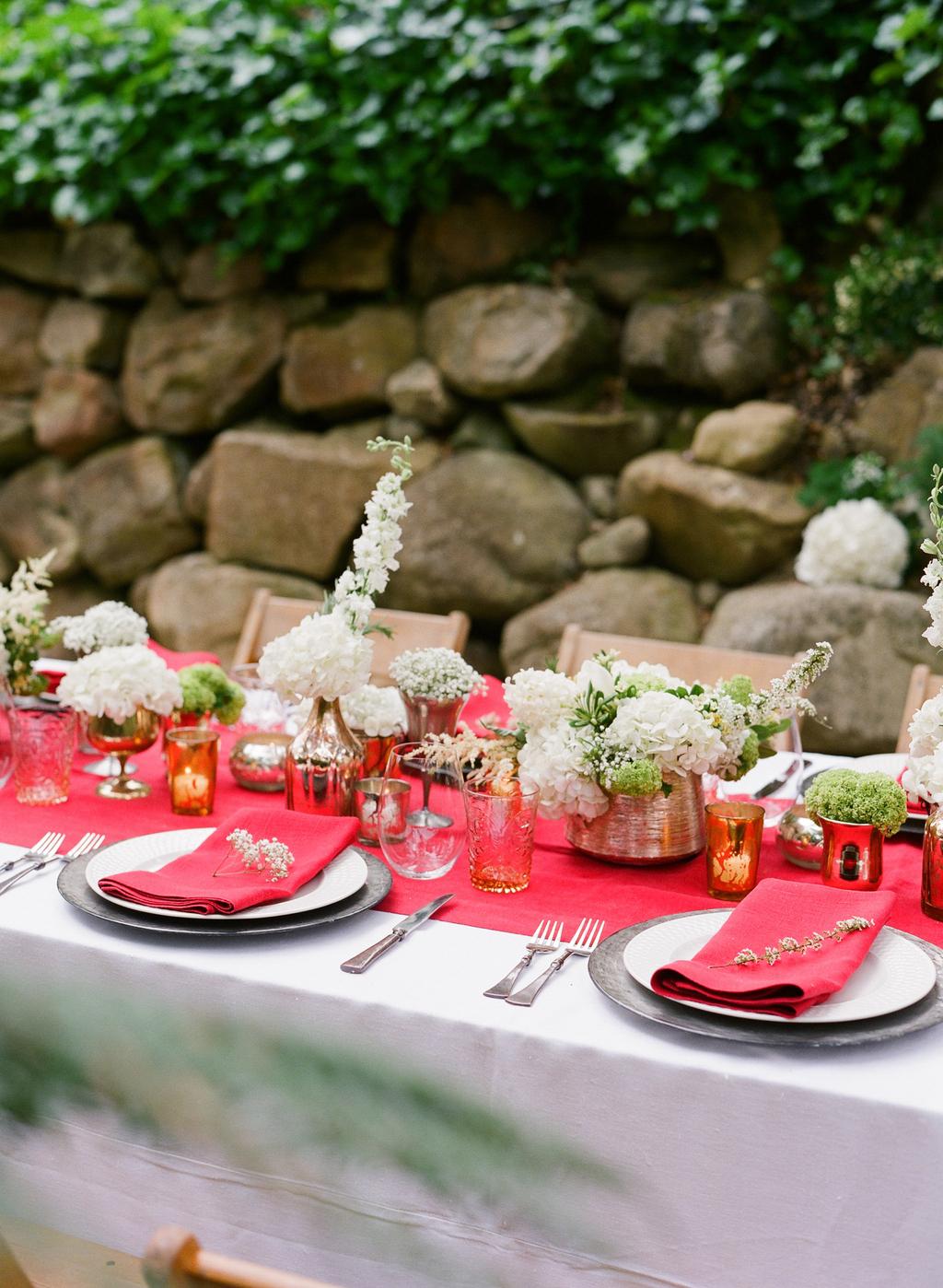 Styled-wedding-santa-barbara-chic-beaux-arts-photographie-italian-bohemian-wedding-venue-table-setting-red-white-flowers-antique-glass-102.full