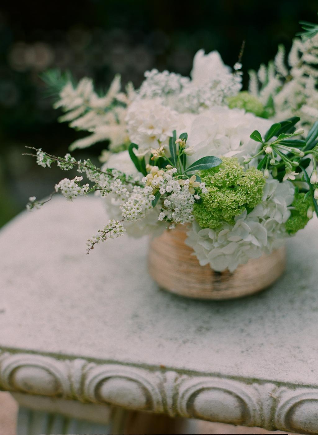 Styled-wedding-santa-barbara-chic-beaux-arts-photographie-italian-bohemian-wedding-venue-flowers-white-bouquet-058.full