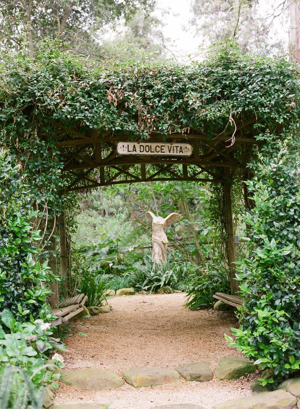 Styled-wedding-santa-barbara-chic-beaux-arts-photographie-italian-bohemian-wedding-venue-garden-006.full