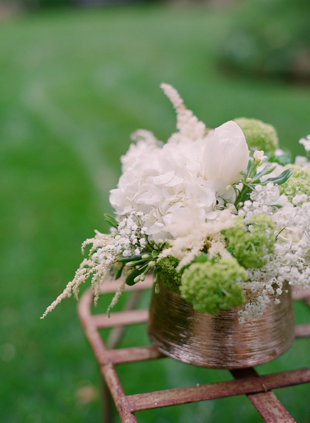 Styled-wedding-santa-barbara-chic-beaux-arts-photographie-italian-bohemian-wedding-venue-garden-flowers-white-bouquet-018.full