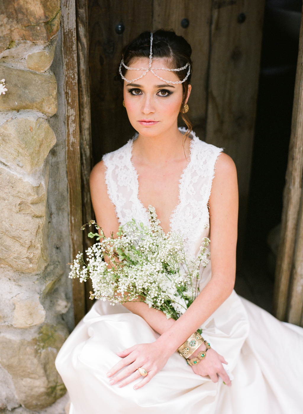 Styled-wedding-santa-barbara-chic-beaux-arts-photographie-italian-bohemian-wedding-bride-wedding-dress-lace-white-flowers-bouquet-052.full