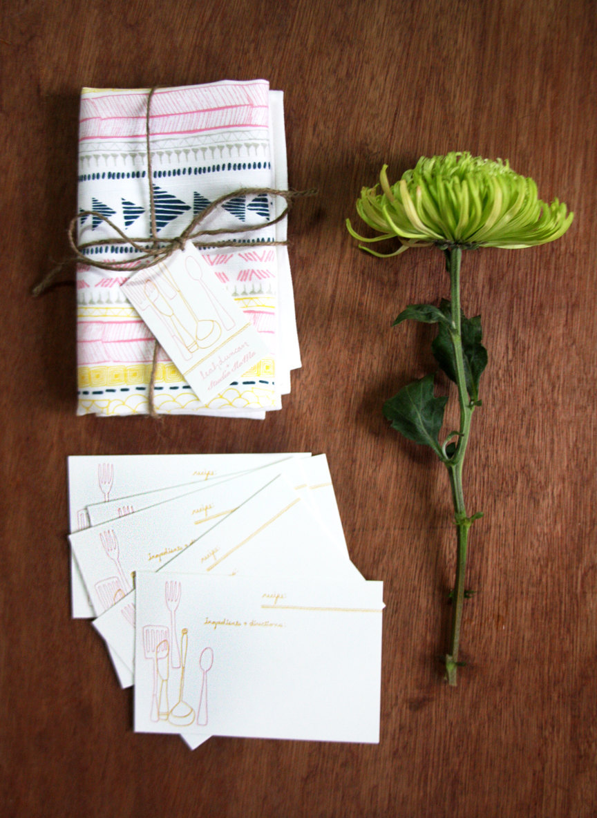 thoughtful gift for the bridal shower host recipe cards