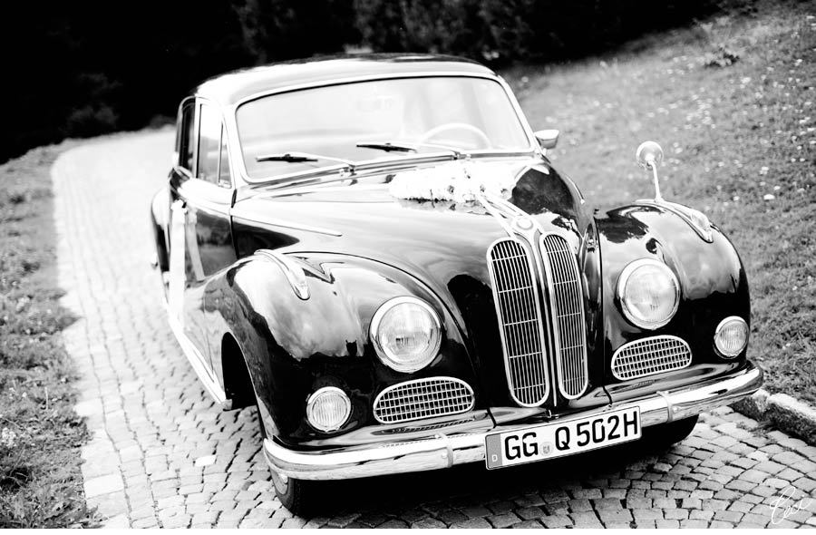 Destination-weddings-in-europe-elegant-german-wedding-vintage-car.full