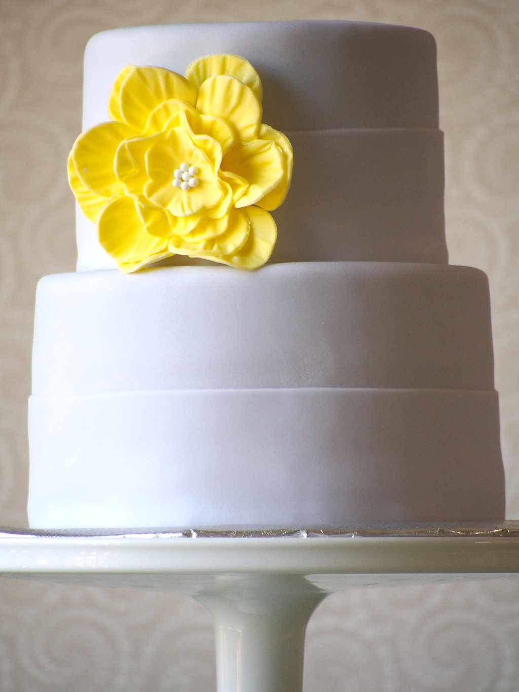Fondant-wedding-finds-to-add-sweetness-to-handmade-weddings-yellow-cake-flower.full