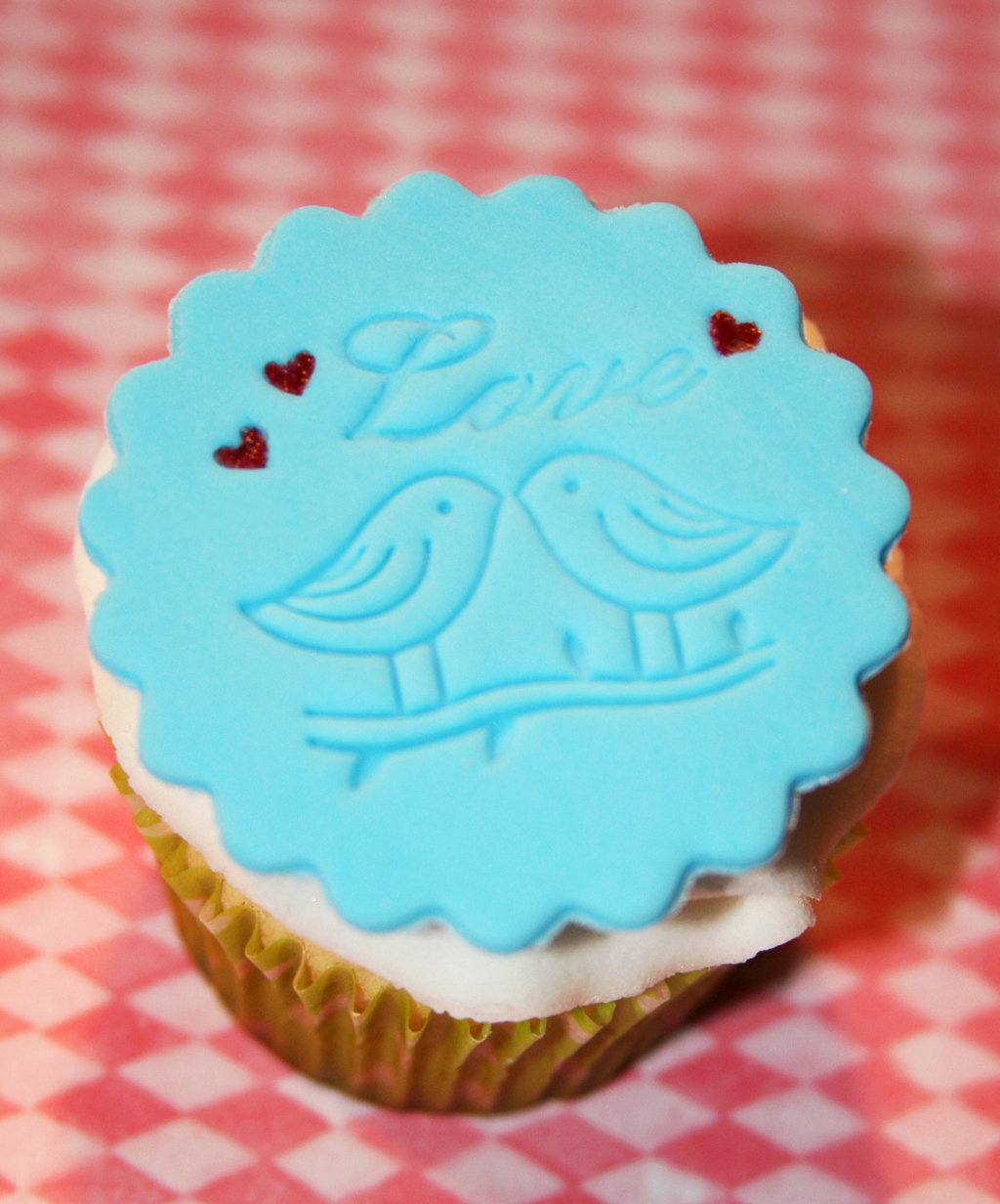 Fondant-wedding-finds-to-add-sweetness-to-handmade-weddings-love-birds.full