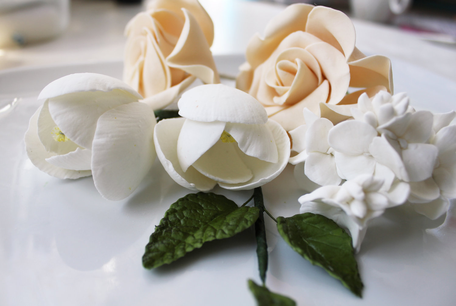 Fondant-wedding-finds-to-add-sweetness-to-handmade-weddings-ivory-beige-flowers.original