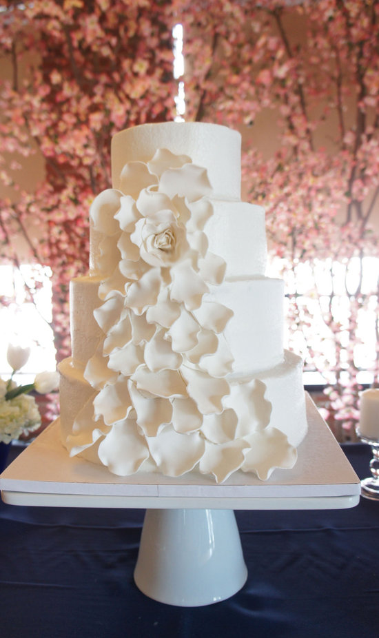 fondant wedding finds to add sweetness to handmade weddings all white wedding cake