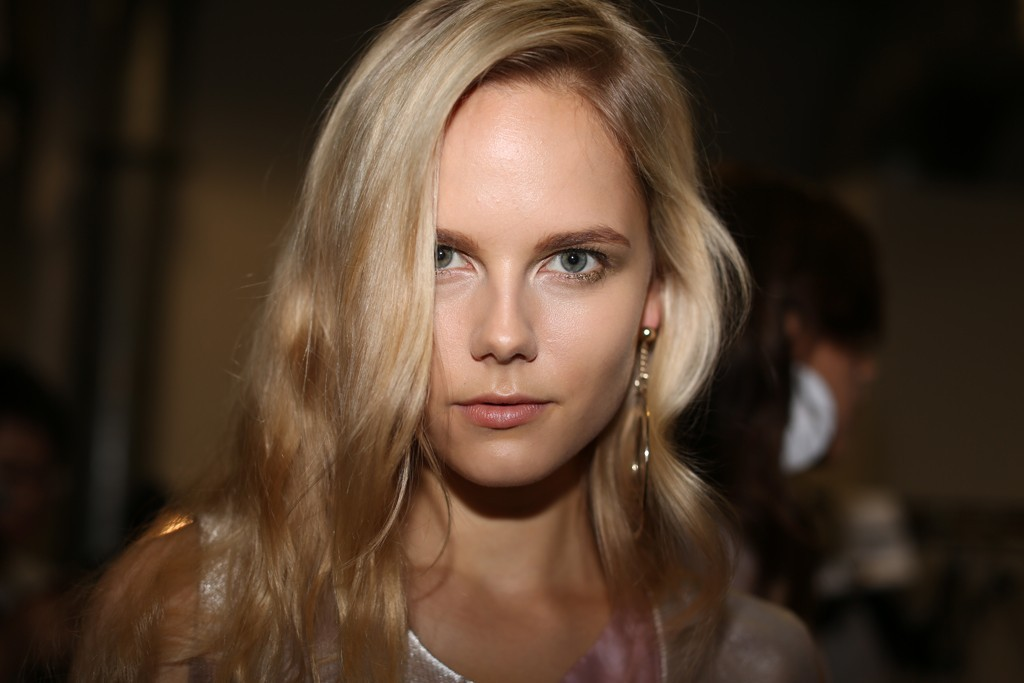 Wedding-hair-makeup-inspiration-trends-milan-fashion-week-emporio-armani-1.full